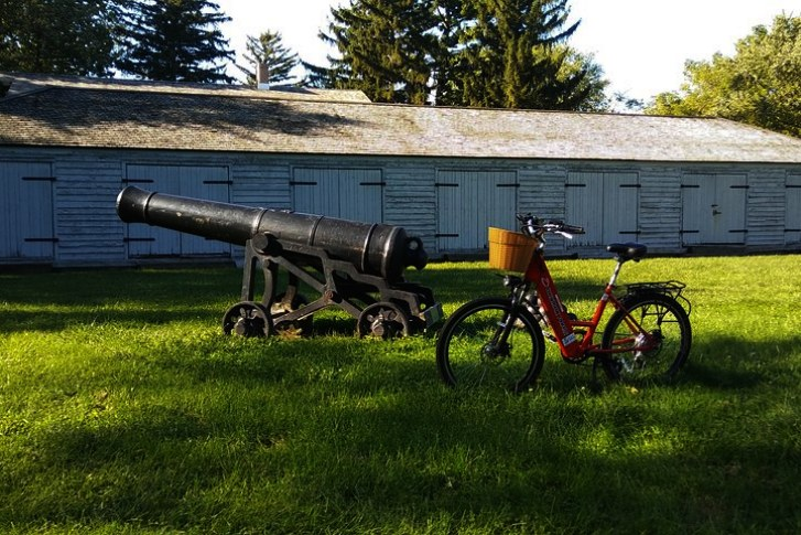 Niagara on the Lake bike and cannon